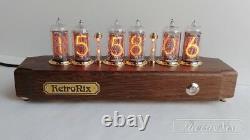 Horloge De Tube De Nixie Sur In-8 Dans Le Cas Antique De Chêne De Retronix. Police Russe