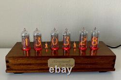 Horloge De Tube Nixie Avec Des Tubes De 14 Tubes. Bonne Idée De Cadeau