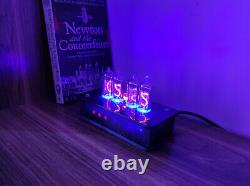 Horloge Nixie Avec Tubes In-14 Et Boîtier Translucide Noir Point Néon Et Rétro-éclairage Bleu