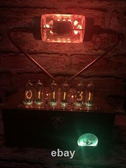 Nixie Horloge In-14 Tube. Un Steampunk. Casquette À Vide Rgb Lit 20 Kv. Verre Uranium Lit