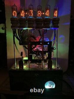 Nixie In-14 Tube Steampunk Horloge. Horloge En Laiton Et Isolants De Porcelaine Réutilisés