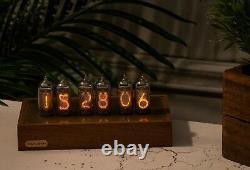 Nixie Tube Clock In-14 Dans Un Étui En Hêtre Et Laiton