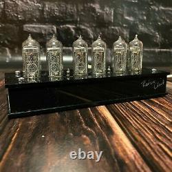 Vintage Tube Nixie Clock Avec Boîtier En Plastique In-14 Vintage Tube Effet Visuel Urss